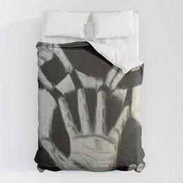 Cinco Manos Izquierdas Comforters