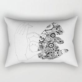 Y en la oscuridad también Rectangular Pillow