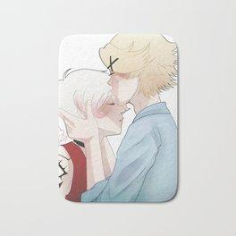 head kiss Bath Mat