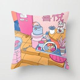 MANEKI NEKO STREET FOOD Throw Pillow