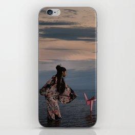 l'Univers secret de Yuki iPhone Skin