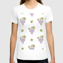 Seamless pattern with bunches of ripe grapes  T-shirt