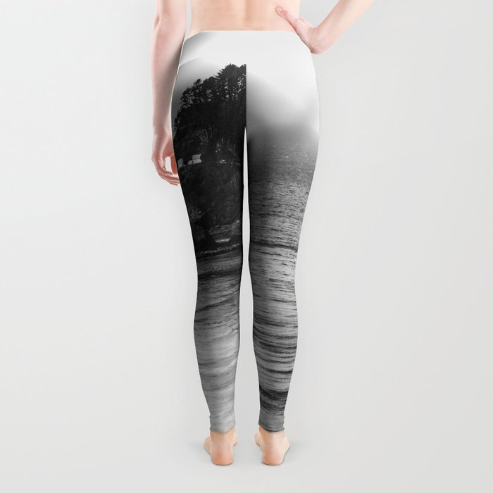 Pacific Northwest Grandeur - Heceda Lighthouse Black and White Leggings