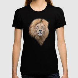 Closeup Portrait of a Male Lion T-shirt