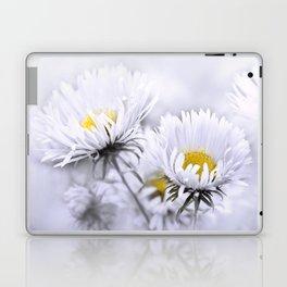 Flowers white macro 072 Laptop & iPad Skin