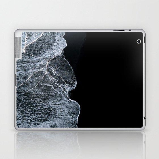 Waves on a black sand beach in iceland - minimalist Landscape Photography Laptop & iPad Skin