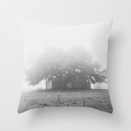 chêne brouillard Throw Pillow