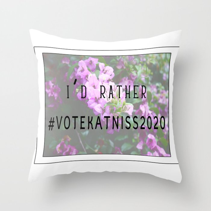 #VoteKatniss2020 Throw Pillow