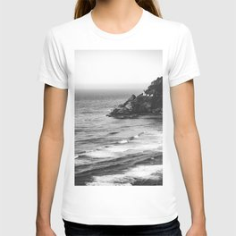 Pacific Northwest Grandeur - Heceda Lighthouse Black and White T-shirt
