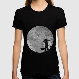 Vietnamese Women Street Vendors under the Moonlight T-shirt