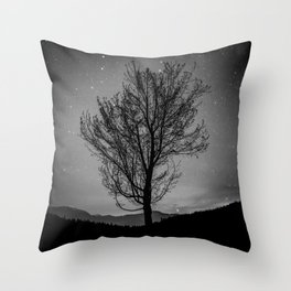 Lost lake solo tree Throw Pillow