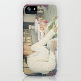Mujer Peruana en el Mercado iPhone Case