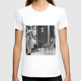 Woman with Cheetah, Phyllis Gordon, with her pet Kenyan cheetah, Paris, France black and white photo T-shirt