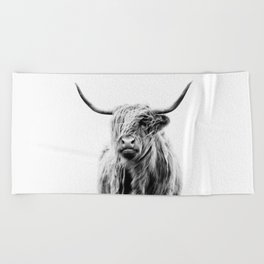 portrait of a highland cow Beach Towel