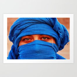 A portrait of a blue eyes lady with a blue desert scarf around her head in Egypt Art Print