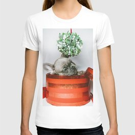 Christmas Pup in a Present with Mistletoe (Color) T-shirt