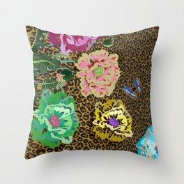 Leopard love flowers Throw Pillow