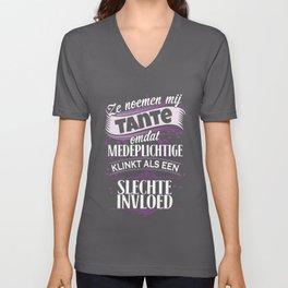 ze noemen mij tante omdat medeplichtige klinkt als een slechte invloed denmark t-shirts Unisex V-Neck