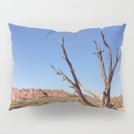 lone desert tree Pillow Sham