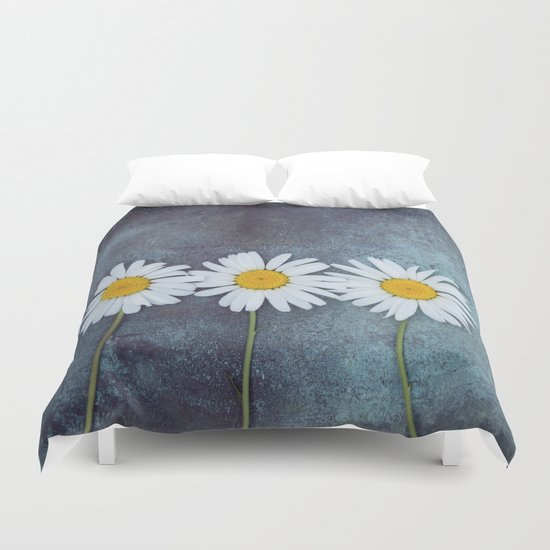 Three marguerites Duvet Cover