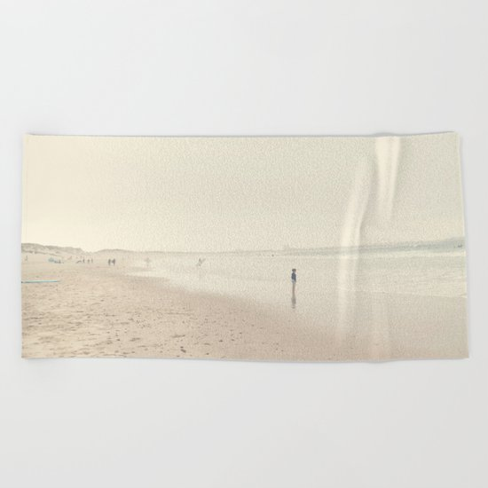 surfing life Beach Towel