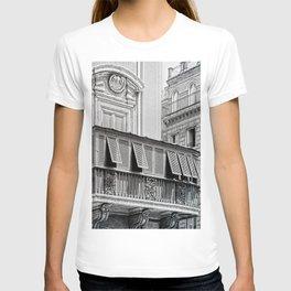Roman city balcony T-shirt