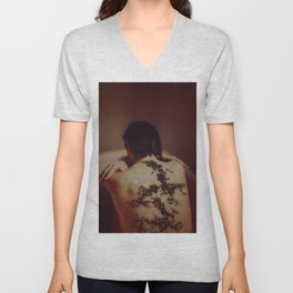"""IVY (""""Oh, I can't stop you putting roots in my dreamland."""" -T. Swift) Unisex V-Neck"""