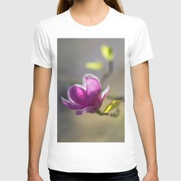 Dark pink magnolia flower T-shirt