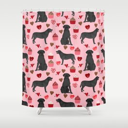 Black Lab valentines day pattern gifts dog pattern with hearts and cupcakes perfect for valentine Shower Curtain