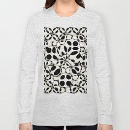 black and white circles in squares Long Sleeve T-shirt