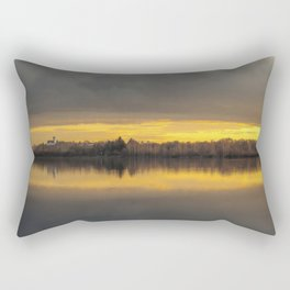 considerabit in lacum Rectangular Pillow