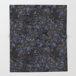 Fit In (moonlit blue) Throw Blanket