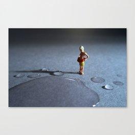 el peligro de poder ahogarse en una gota de agua. Canvas Print