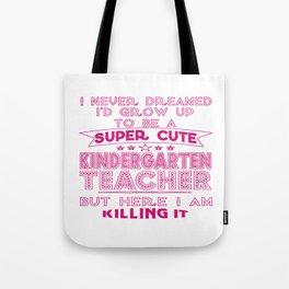 A SUPER CUTE KINDERGARTEN TEACHER Tote Bag