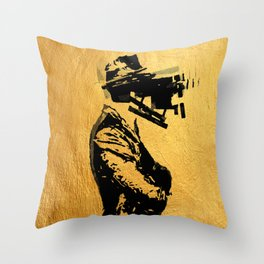 Un Uomo Complicato Throw Pillow