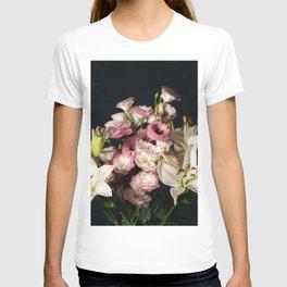 Elegant floral composition T-shirt