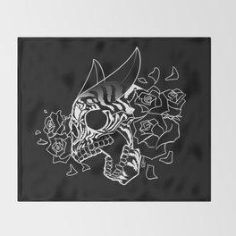 Skull 'n' Roses (NightmareNetty-Black&White) Throw Blanket