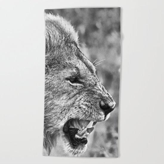 Lion head black and white Beach Towel