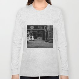 Monjas en el Bakery Shop Long Sleeve T-shirt