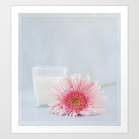 Gerbera y vaso de leche.  Art Print