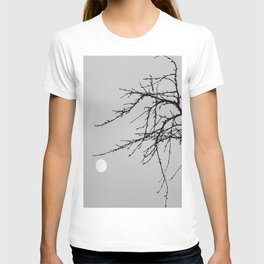 Grasping the moon  T-shirt
