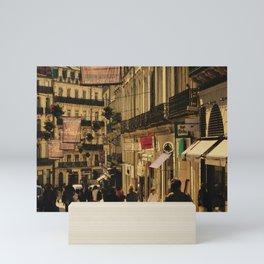 Saturday Shoppers (acheteurs samedi) Mini Art Print