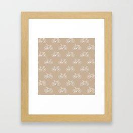 Chapeau velo - sand Framed Art Print