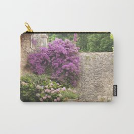 El muro Carry-All Pouch