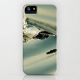 Minuscule vague faisant face au levé de soleil iPhone Case