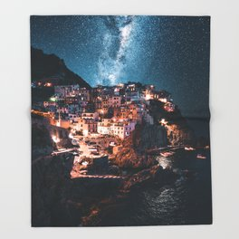 manarola at night Throw Blanket