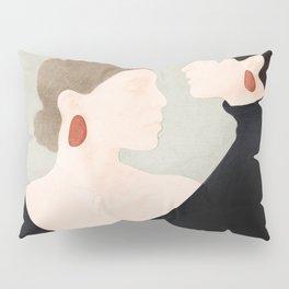 Aligned Model Flow Pillow Sham