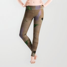 Floral Pattern on Wooden Table Leggings
