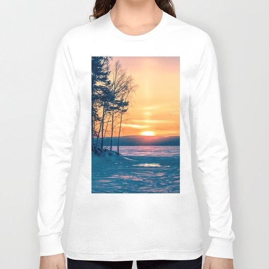 Winter sunset and the sun pillar Long Sleeve T-shirt