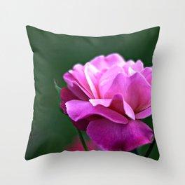 una rosa Throw Pillow